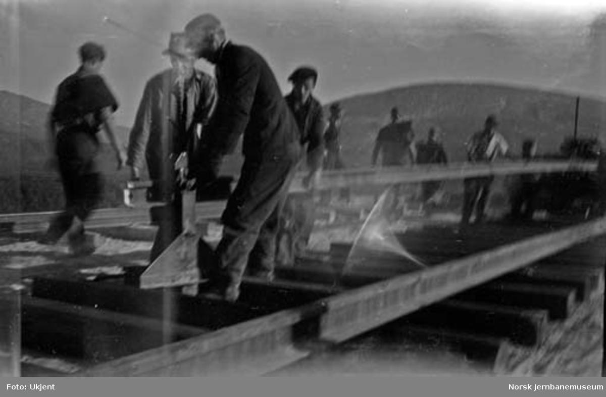 Sporlegging ved skinnetipp sør for Lønsdal