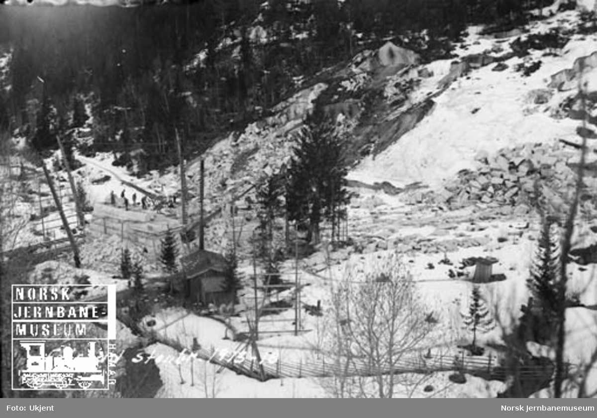 Folstad steinbrudd : uttak av stein til landkar på Trondheim stasjon