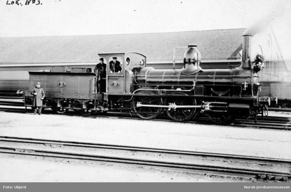 Et pyntet damplokomotiv litra A nr. 3