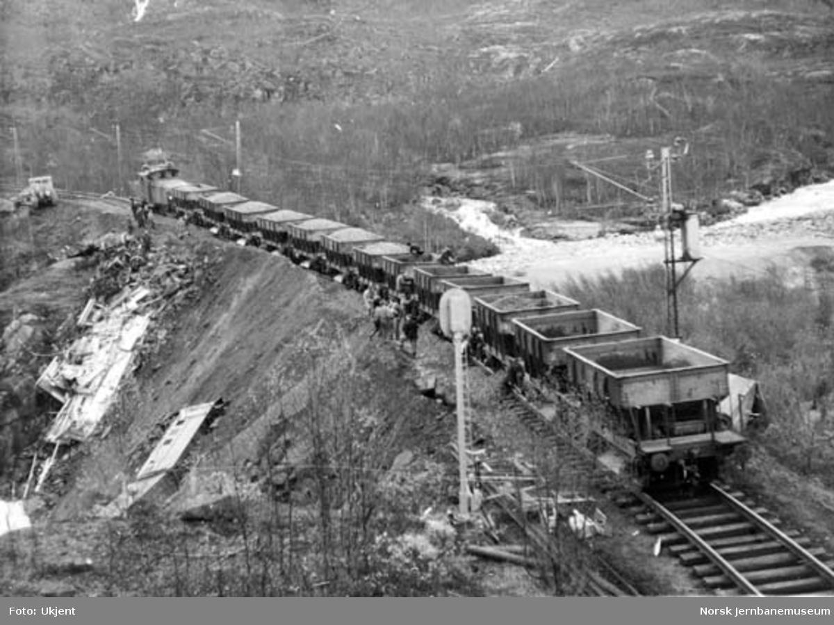 Avsporet arbeidstog på Sørdalsfyllingen km 30,6