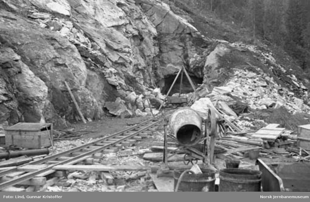 Dunderlandsbanens ombygging : nordre påslag for Ilhullia tunnel