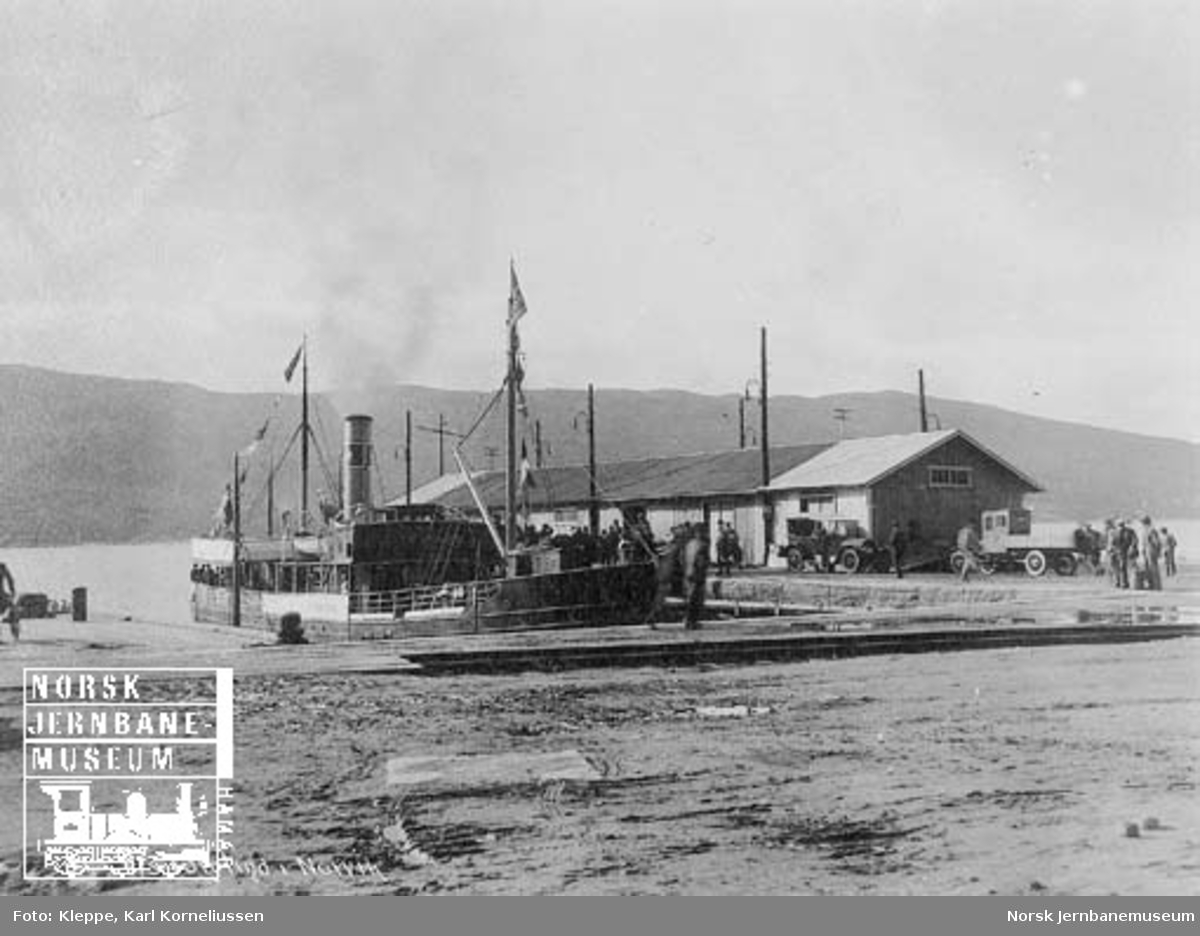 "Befaring av Tromsbanen : dampskipet ""Torgtind i Narvik"